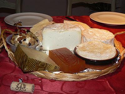 plateau de fromage et pâte de coings.jpg