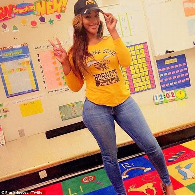 Nữ giáo viên Mỹ gây tranh cãi vì mặc váy          quá bó đi dạy - 3