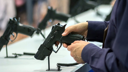 1000's of guns sold to people without background check