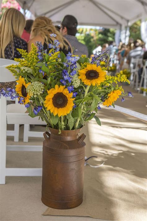 Best 25  Sunflower wedding arrangements ideas on Pinterest