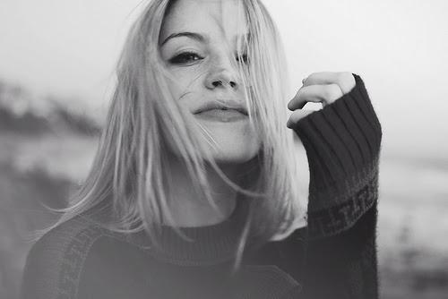 http://s1.favim.com/orig/18/black-and-white-blonde-girl-smile-Favim.com-196765.jpg