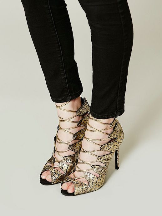 LE FASHION BLOG SHOE CRUSH GOLD PYTHON EMBOSSED SCHUTZ SLATE LACE UP HEEL HEELED SANDAL BLACK SKINNY JEANS 2 photo LEFASHIONBLOGSHOECRUSHGOLDSCHUTZSLATELACEUPHEEL2.jpg