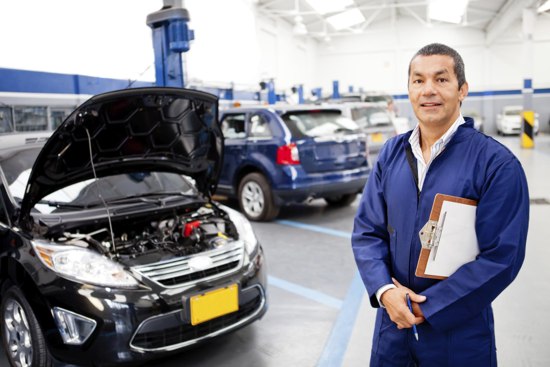 Job Description of a Service Advisor  Career Trend