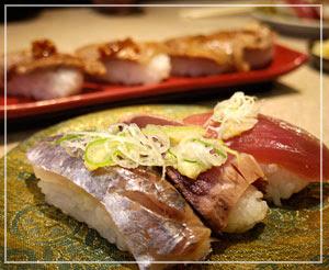 「平禄寿司」にて、三貫握りセットとか、牛炙り寿司とか。