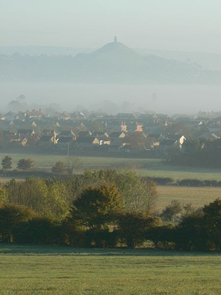 File:Street and Glastonbury Tor.jpg