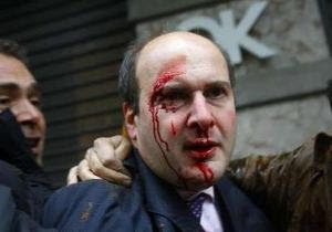 hatzidakis attached in Athens riots