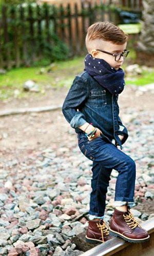 Jeans, cachecol, bota marrom e cabelo raspadinho!