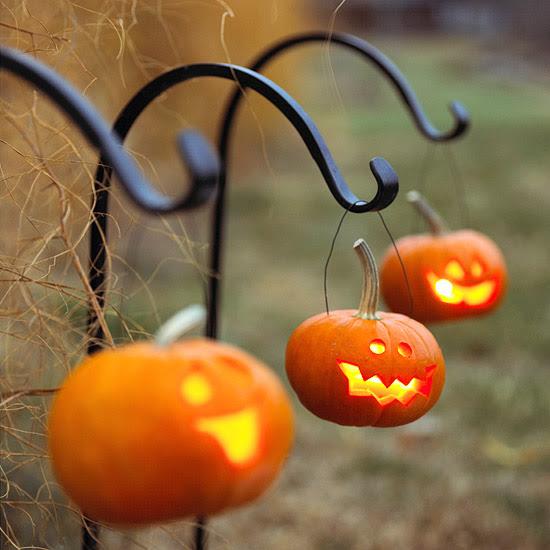 Hanging Jack-o'-Lanterns