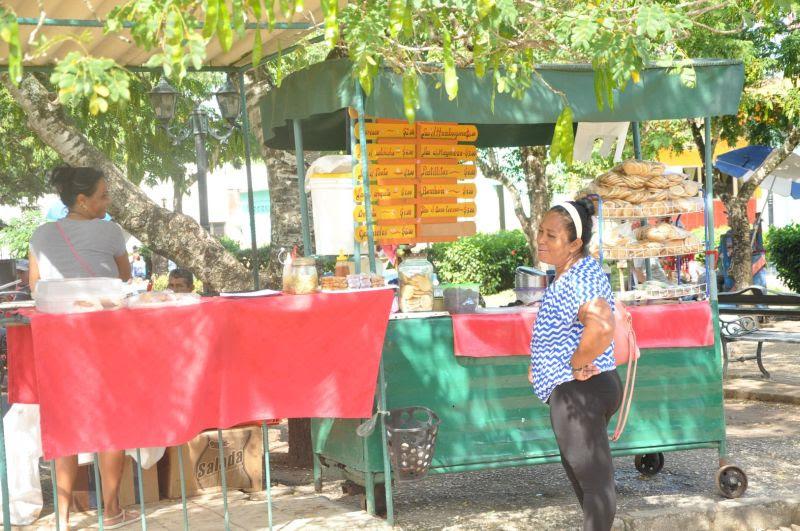 Las actividades relacionadas con los alimentos son las más representadas. (Foto Vicente Brito/Escambray)