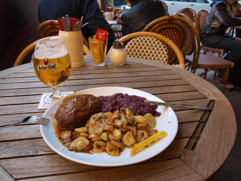 Картинки по запросу фото в кафе в Германии