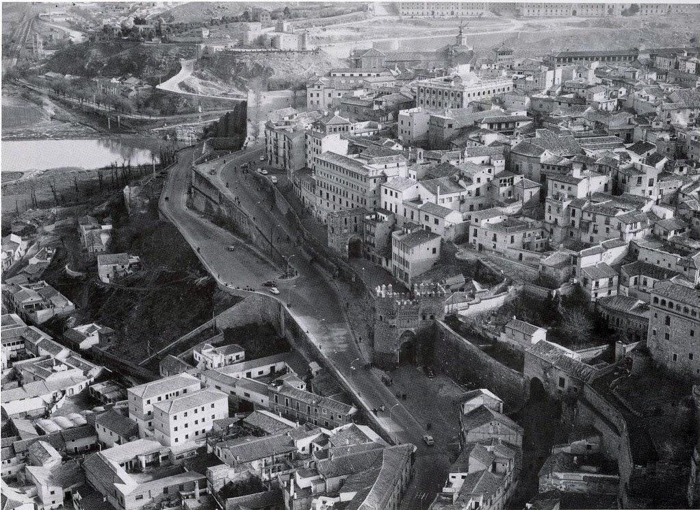 Imagen aérea de las Puertas del Sol y Alarcones a mediados del siglo XX