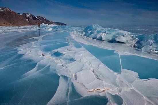 Παγωμένη λίμνη Baikal στη Σιβηρία (2)