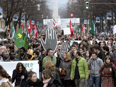 Miles de personas en la manifestación. EFE