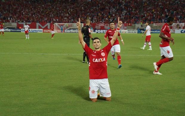 Rodrigo Pimpão, atacante do América-RN (Foto: Augusto Gomes/GloboEsporte.com)