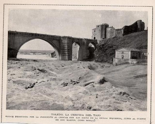 Gran crecida del Tajo en 1924 a su paso por el Puente de San Martín de Toledo. Fotografía de D. Pedro Román Martínez