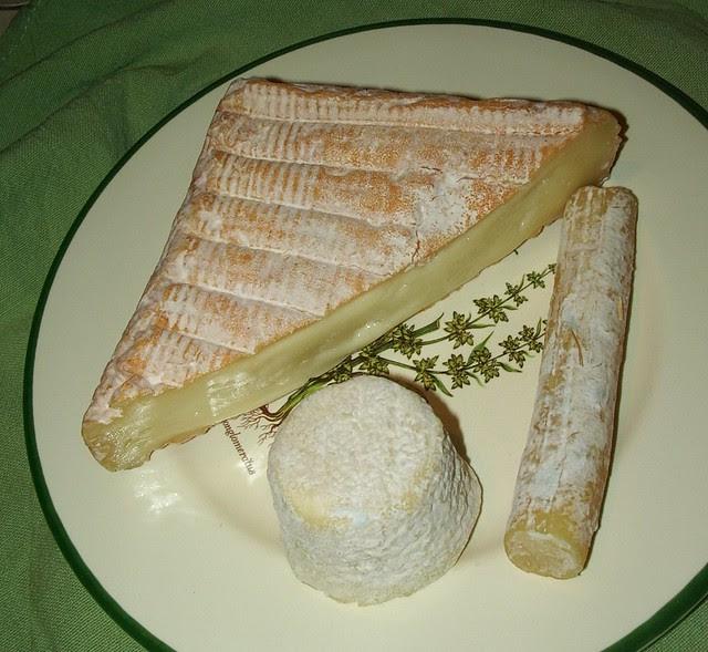 Caruchon, a slender Bûchette de Lure and a little Bouton de Culotte