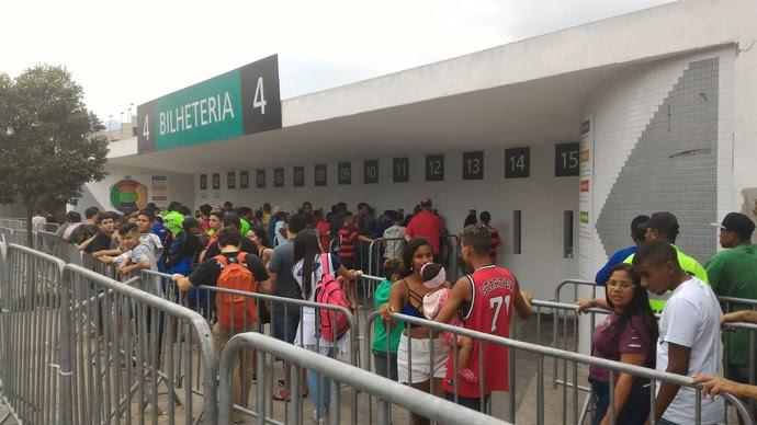 filas no maracanã fla x joinville (Foto: vicente seda)