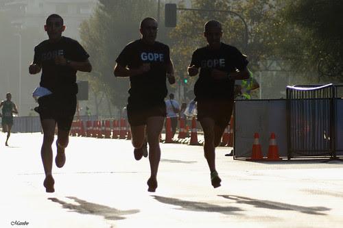 3 en el aire. Maratón de Santiago 2012 by Alejandro Bonilla