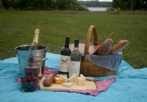 Summertime Picnic: Bread, Cheese and Wine - WineTable.com
