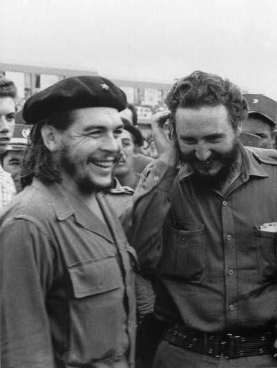 El Che Guevara y Fidel Castro, el 1° de enero de 1960. DPA / Archvo Clarín.