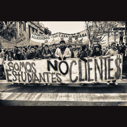 No somos Clientes. by Alejandro Bonilla