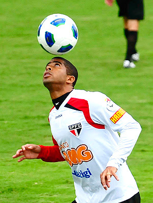 Junior Cesar treino São Paulo (Foto: Marcos Ribolli / Globoesporte.com)