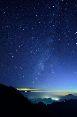 Takes my breath away...so beautiful.... | Sky _ Night _ Stars | Pinterest | Phoenix legend, Night skies and Scenery