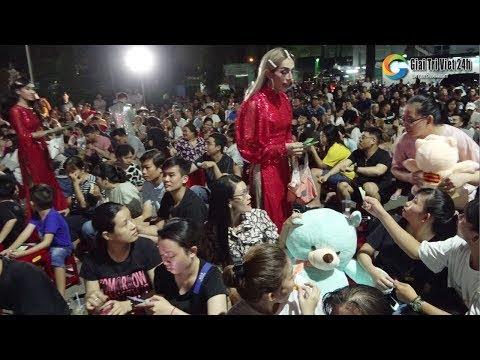 Hàng trăm khán giả kéo đến ủng hộ Lộ Lộ khai trương sân khấu mới đoàn lô tô Sài Gòn Tân Thời