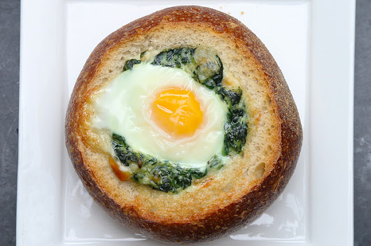 Get Your Weekend Brunch Plans Right With This Creamed Spinach And Egg Bread Bowl