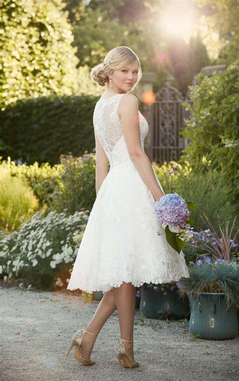 Knielanges besticktes Spitzen Brautkleid   Essense of