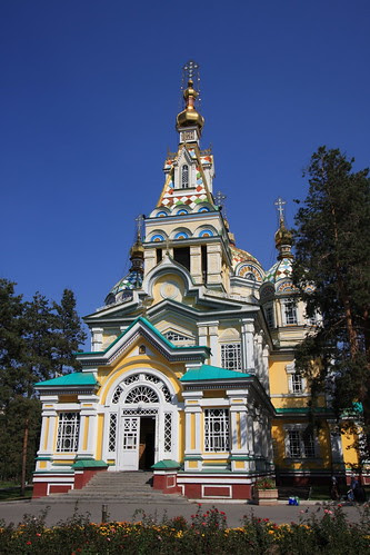 Church in centre of Almaty's Panfilov park (by Yodod)