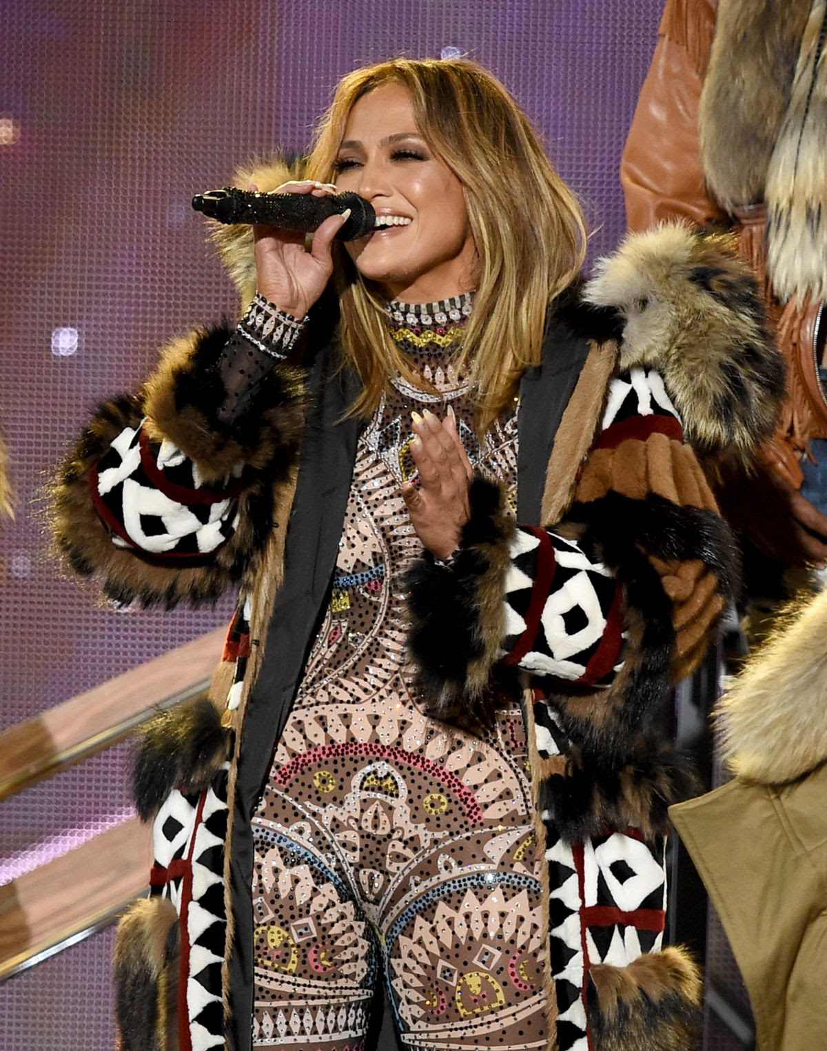 JENNIFER LOPEZ Performs at American Music Awards 2015 11/22/2015
