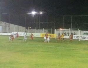 Alecrim e Globo FC empatam no Ninho do Periquito (Foto: Antonio Netto)