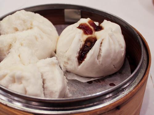 Steamed char siu buns (稻香超級漁港)