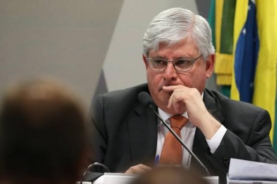 O procurador-geral da República, Rodrigo Janot, encaminhou ao Supremo Tribunal Federal (STF) pedidos para investigar irregularidades nas campanhas Dilma e Lula