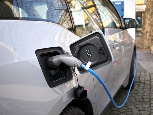 Electric cars and cheap solar 'could halt fossil fuel growth by 2020'