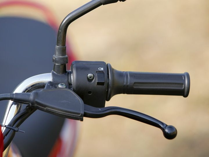 Headlight pass switch on the new Bajaj Platina ES