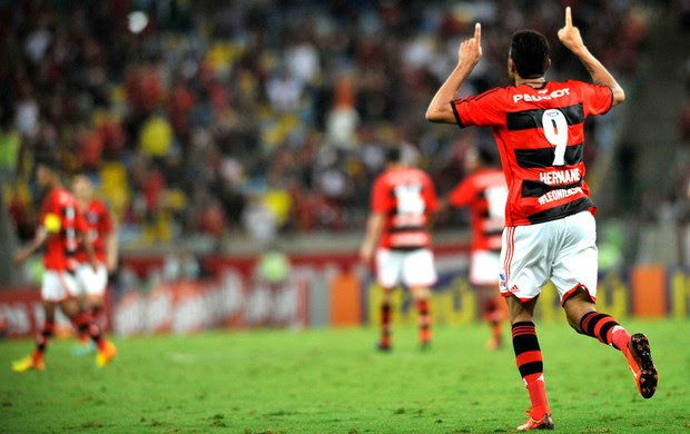 Hernane Flamengo e Vitória  (Foto: Dhavid Normando / Futura Press)