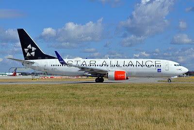 Scandinavian Airlines-SAS Boeing 737-883 LN-RRL (msn 28328) (Star Alliance) LHR (Dave Glendinning). Image: 913323.
