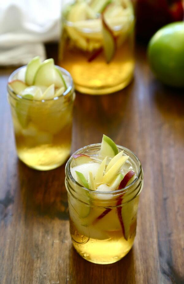 bourbon apple sangria www.climbinggriermountain.com