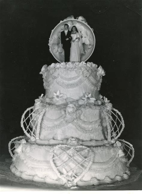 Here is a picture of a wedding cake that my Grandmother
