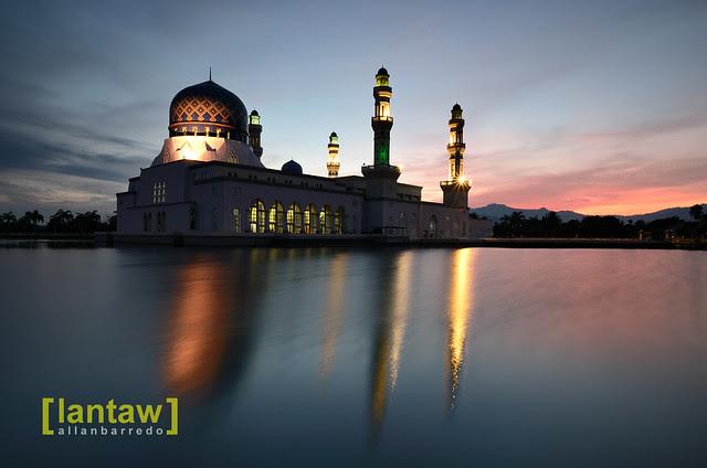 Masjid Bandar Kota Kinabalu at Dawn