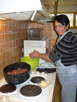faou prépare les boulettes.jpg
