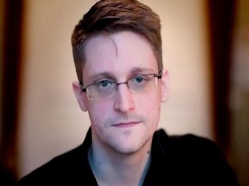 #Journalists who exposed #Aadhaarbreach deserve an #award, not probe: #Snowden http://mybs.in/2VjlDM7...