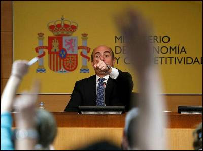 El ministro de Economía, Luis de Guindos, en la comparecencia para informar del rescate a la banca española. EFE