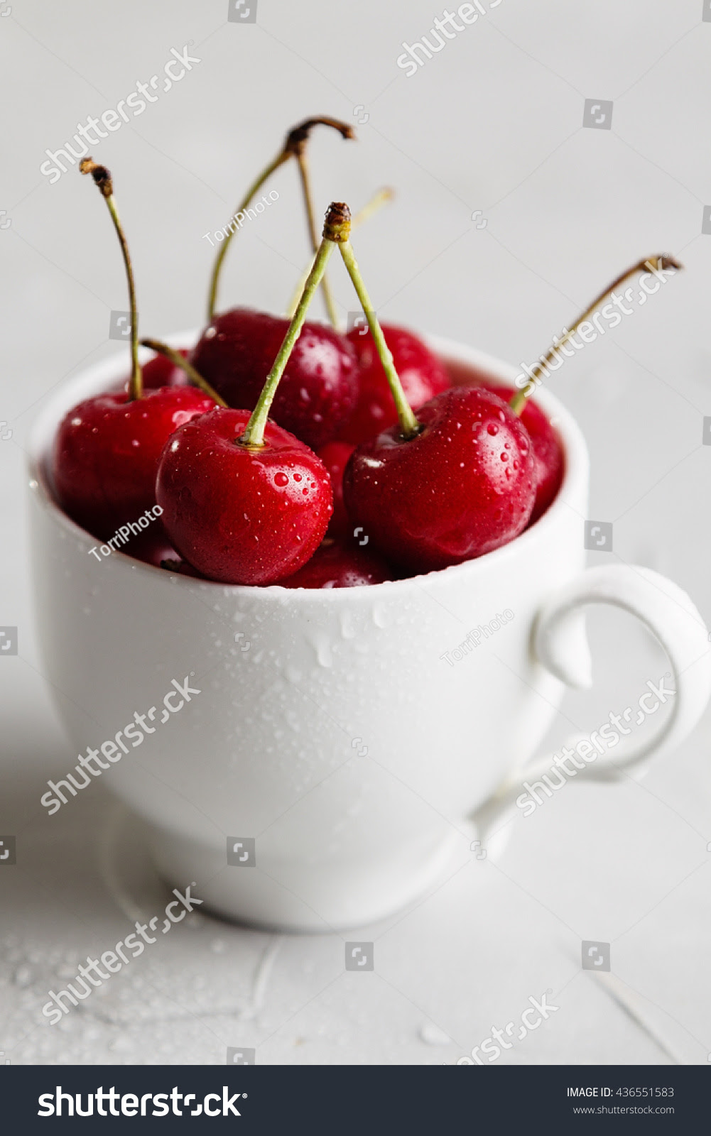 berry, breakfast, cherry, closeup, contrast, cup, dark, delicious, dessert, diet, drop, focus, food, fresh, freshness, fruit, gourmet, gray, group, healthy, juice, juicy, kitchen, lot, many, meal, morning, mug, natural, nature, neutral, organic, raw, red, ripe, shallow, summer, sweet, tasty, useful, vegetarian, vitamin, water, wet, white
