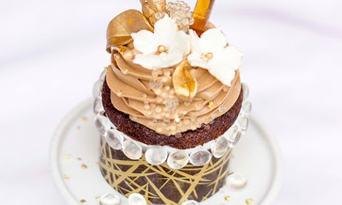 The World's Most Expensive Cupcake Costs $900 #SMDH - FirstWeFeast.com