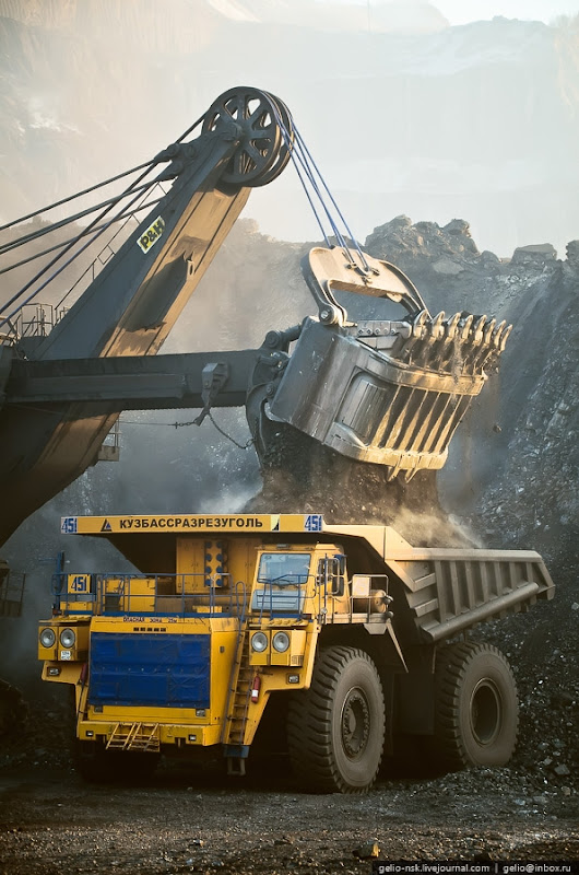 World Largest Dumptruck At the Huge Coal Mine | English Russia