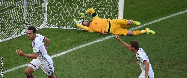 mat hummels goal, Klose Celebrate, Hugo Lloris defeated