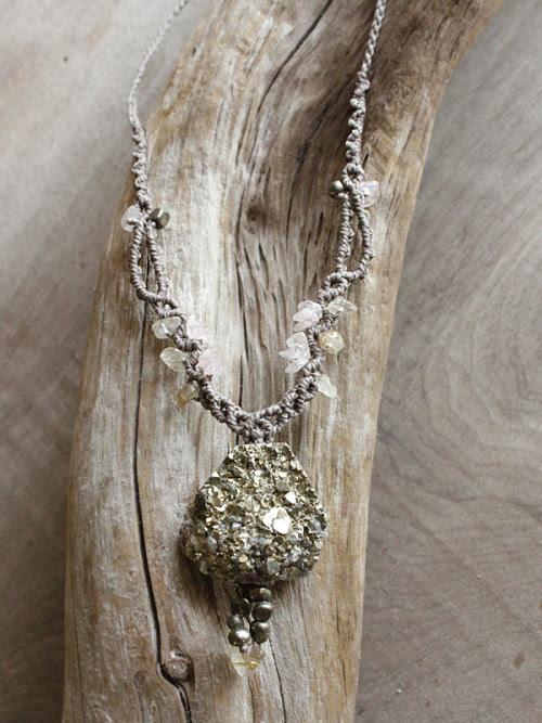 spiritcarrier:Pyrite crystal healing necklace, with Rose Quartz and Gold Rutile Quartz. Grey micro-macrame. (miailluzia.com)